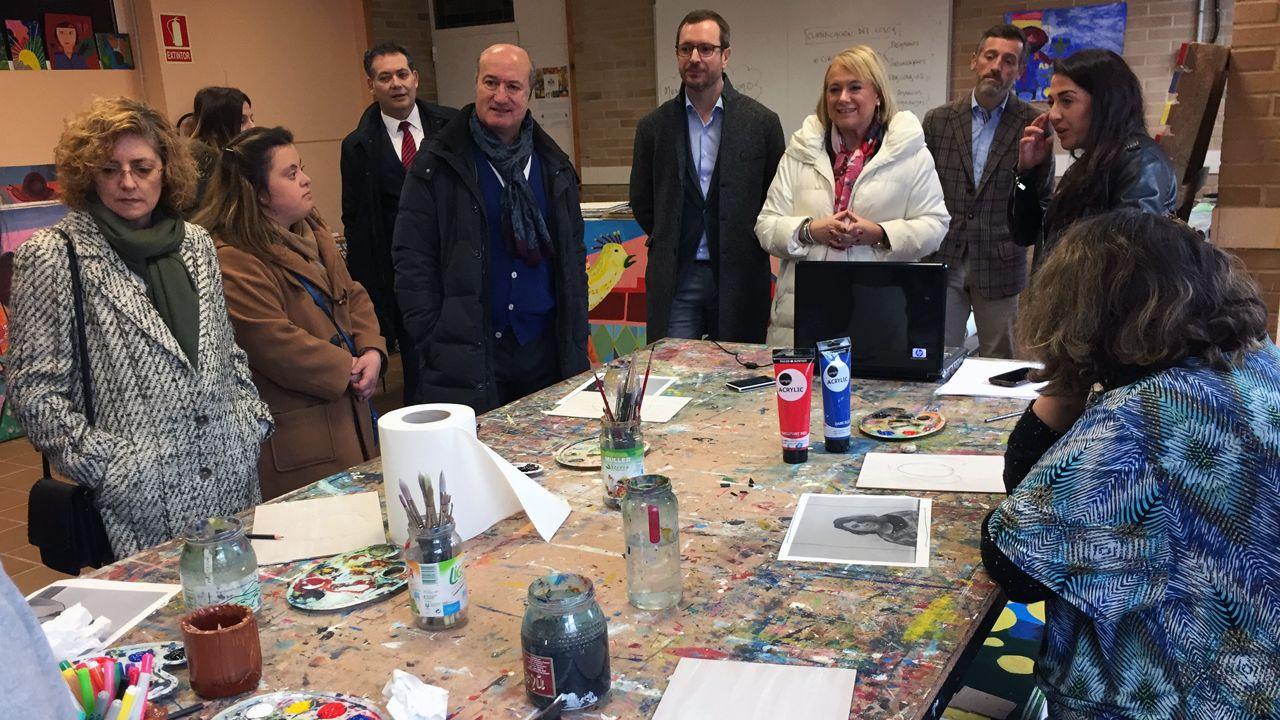 .Javier Maroto y Mercedes Fernández en su visita a la Fundación Vinjoy en Oviedo