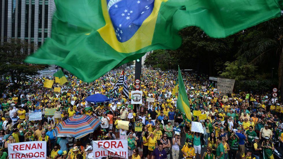 Nueva jornada de multitudinarias protestas contra Dilma Rousseff.Visita del ministro de Pesca de Brasil a Jealsa, en A Pobra
