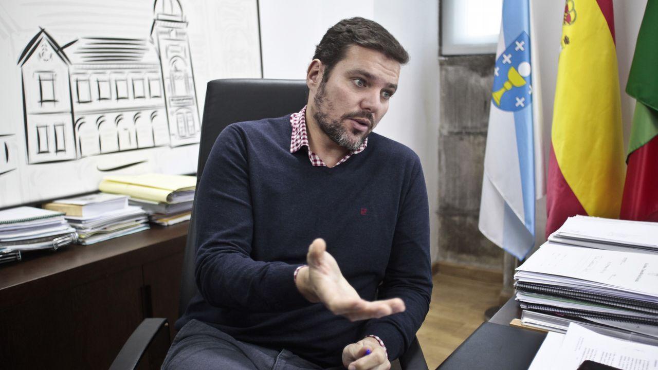 Los reyes visitan ARCO.La diputada asturiana de Podemos, Sofía Castañón, con la controvertida camiseta