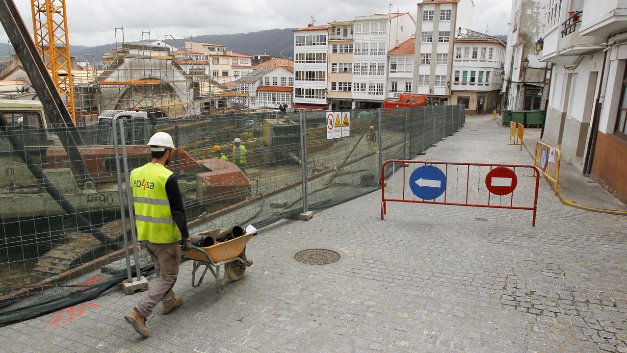 Comienza otro encierro de las auxiliares en el vestíbulo principal..Biomasa forestal en As Pontes