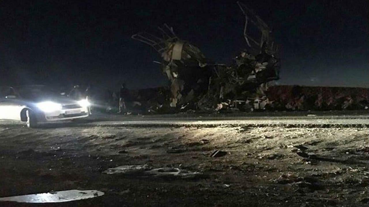 Lugar en el que se produjo el atentado suicida contra el autobús en Khash (Irán)