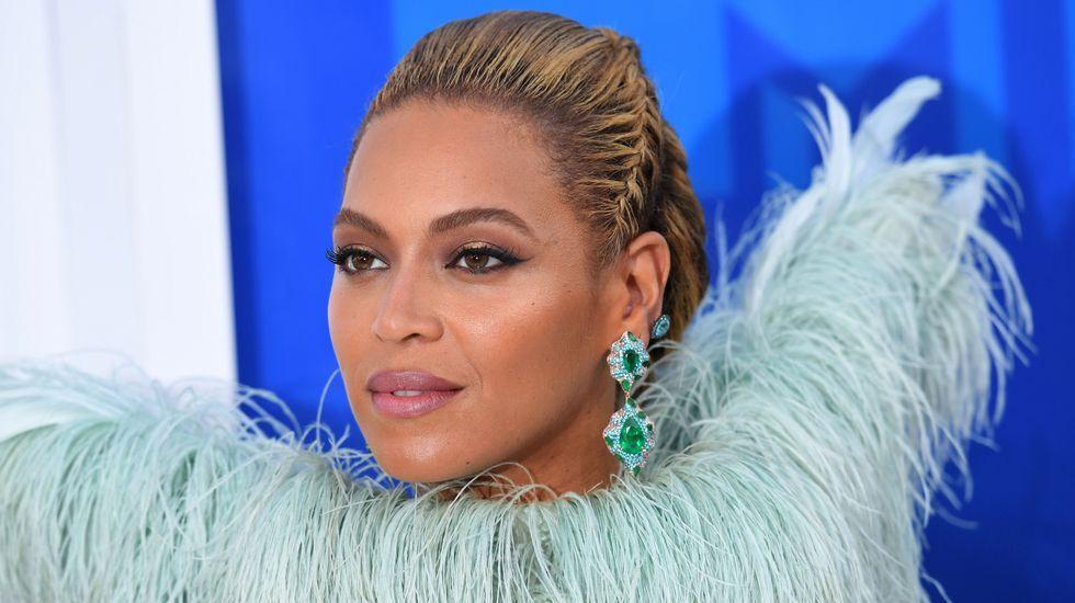 Adele y Bowie, grandes triunfadores de los Grammy.Beyoncé y su marido, Jay Z, apoyaron durante la campaña a Hillary Clinton