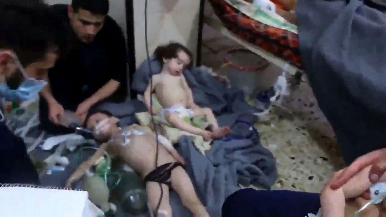 .Imagen tomada de un vídeo que muestra a niños en un hospital tras un supuesto ataque químico en Duma, Siria