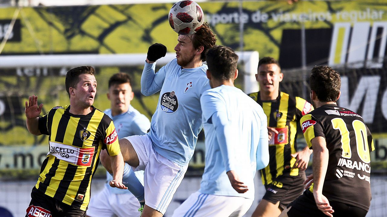 El derbi vigués entre Celta B y Rápido, en imágenes.Steven celebra su gol ante el Bilbao Athletic