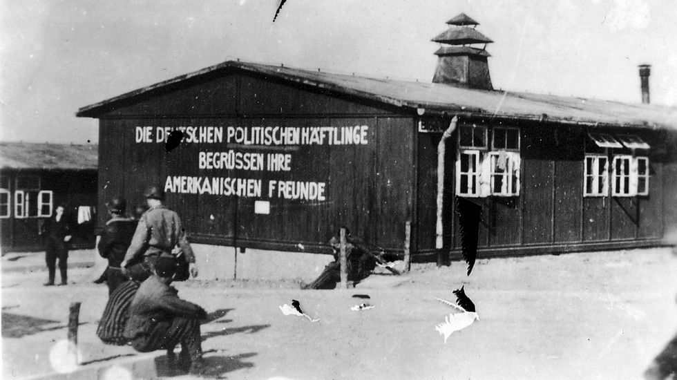 Cargadores Nueva Zelanda.Barracones del campo de concentración de Buchenwald, en una fotografía histórica