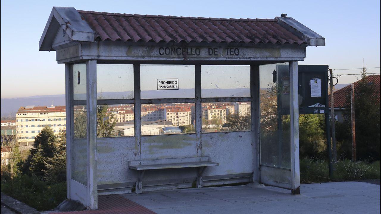 Tirando de idiosincrasia gallega, en Teo es posible esperar el autobús resguardados en esta marquesina-hórreo
