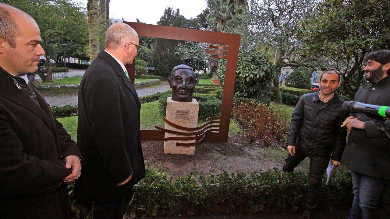 Descubrimiento del busto de Prudencio Romo en Noia.