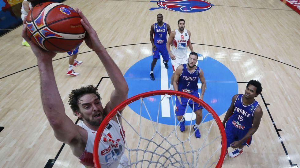 El partido de Eurobásket entre España y Francia.Batum (izquierda) y Parker