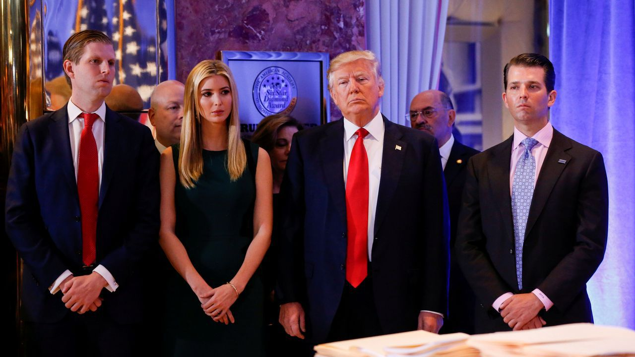 El presidente con sus hijos Eric, Ivanka y Donald Jr.
