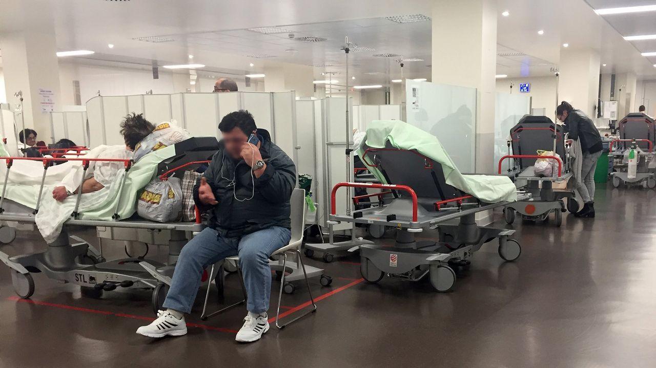 José Coronado y otros actores graban hoy y capítulo de una serie en la planta tercera del hospital Meixoeiro.Imagen de archivo del servicio de urgencias de Vigo saturado