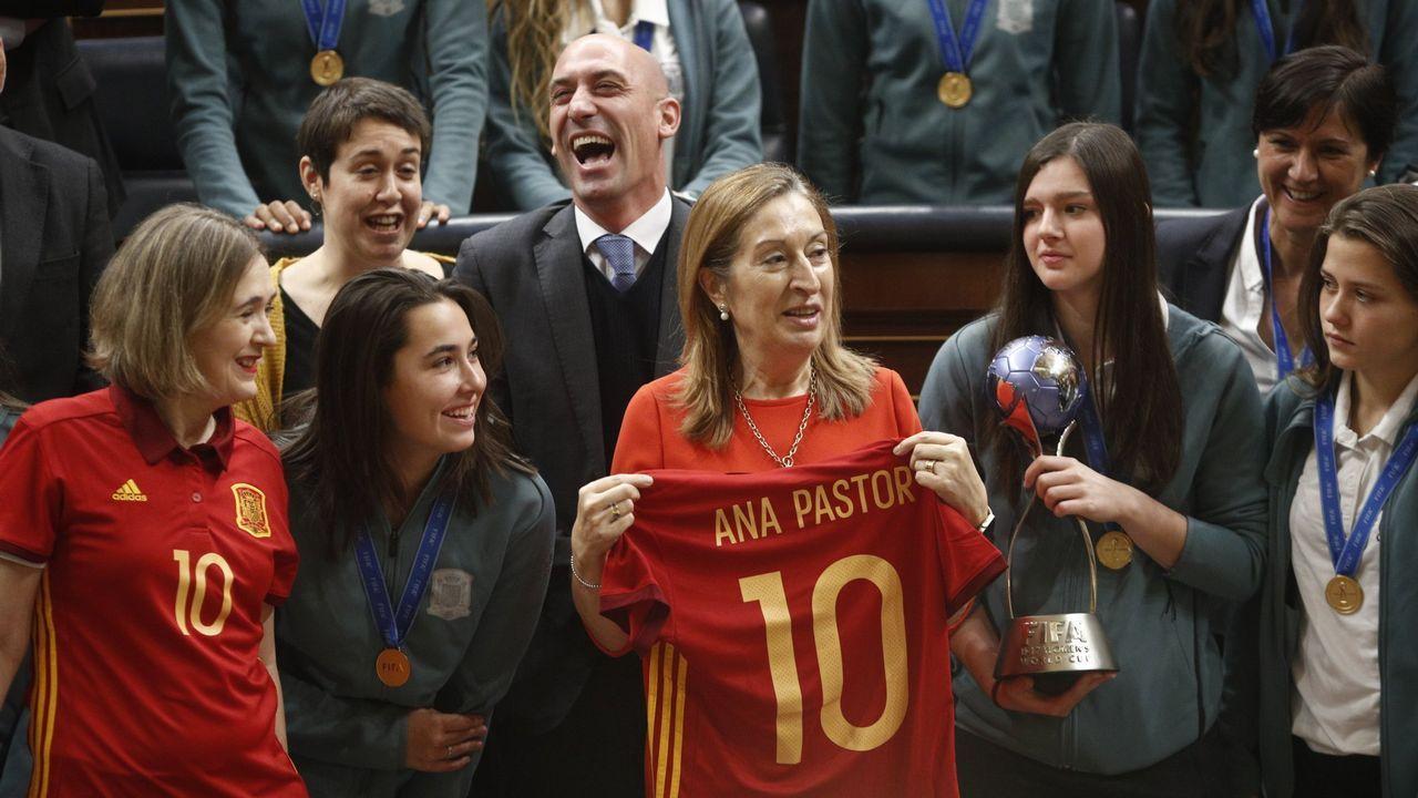 Las imágenes del 8M en Galicia.Laura celebra uno de sus goles ante el Monte