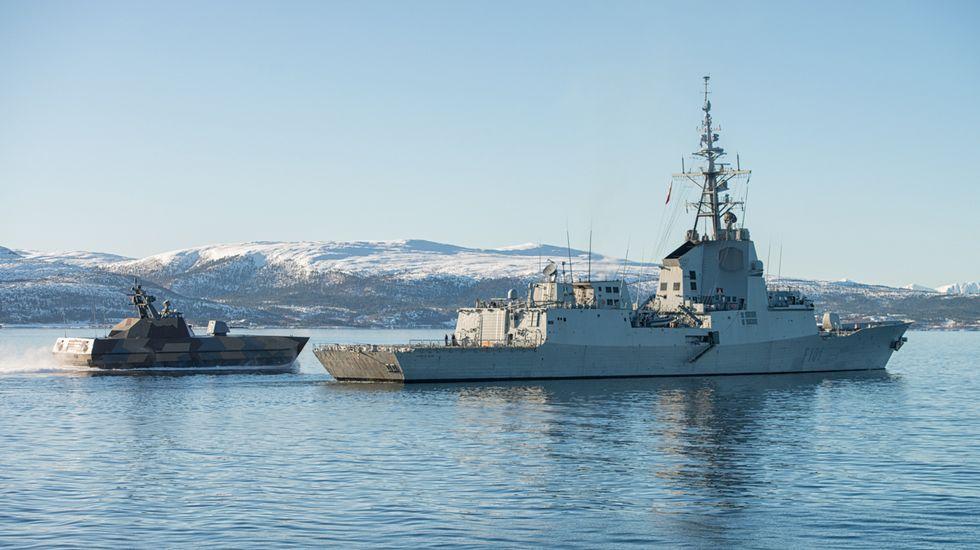 La «Méndez Núñez» zarpa de Ferrol para asumir el mando de la OTAN.La F-101 navegando en aguas nórdicas