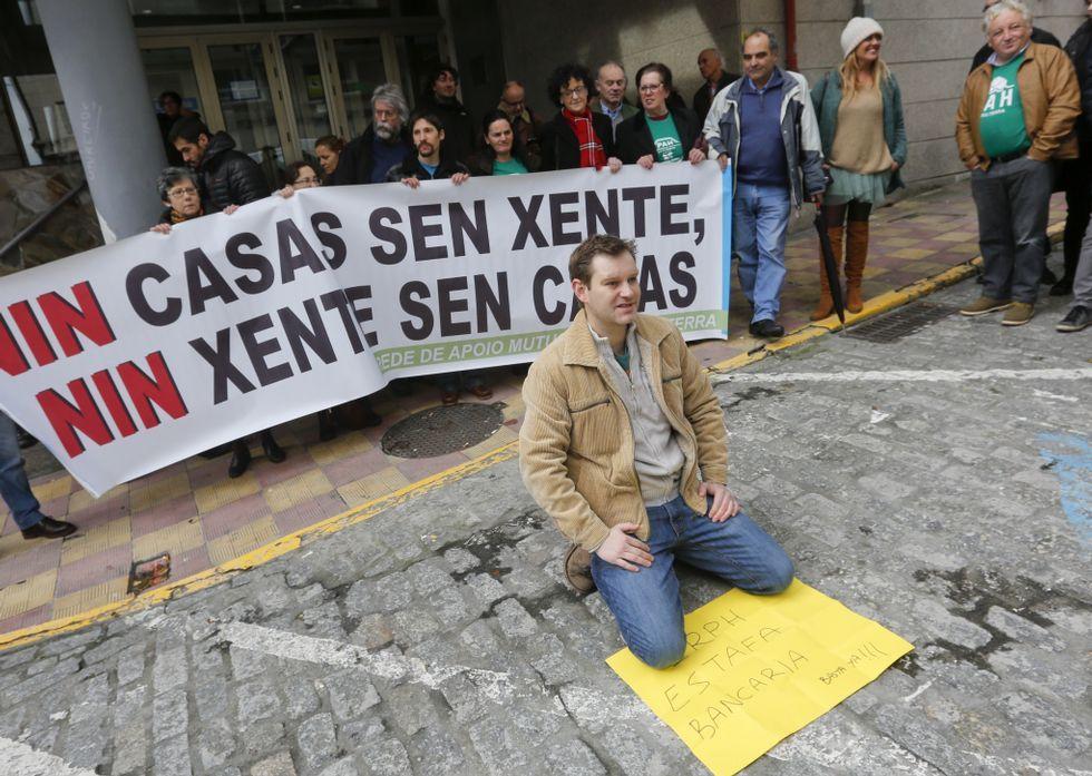 Marcos Guerreiro, ayer en la concentración celebrada ante los juzgados de Ferrol.