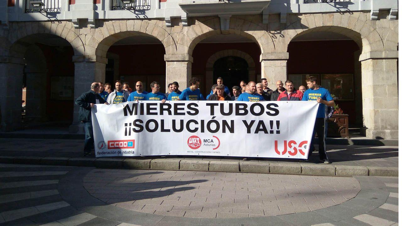 Trabajadores de Mieres Tubos manifestándose.