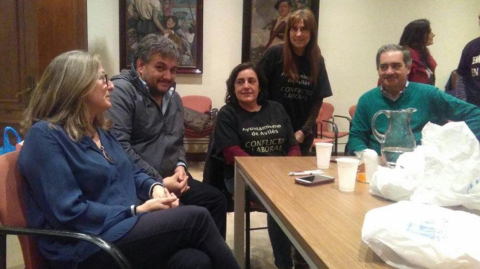 El presidente de Amnistía Internacional Asturias, Ignacio Bernardo, junto a los alcaldes de Oviedo, Avilés y Llanera, Wenceslao López, Marivía Monteserín y Gerardo Sanz.Mariví Monteserín