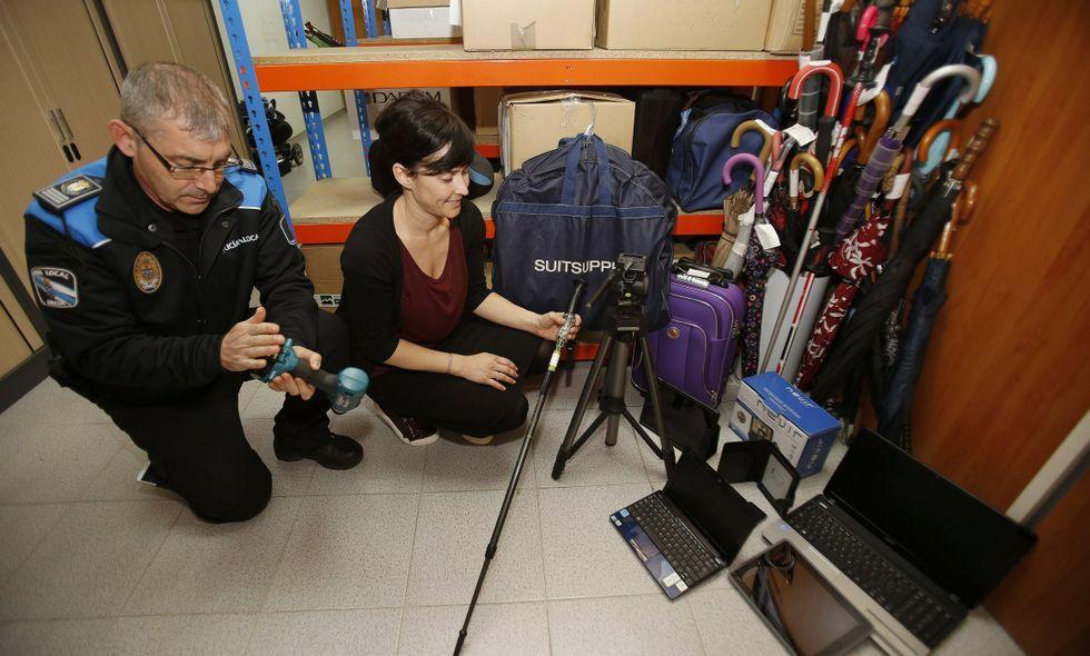 La Policía Local de Culleredo custodia paraguas, ordenadores, teléfonos y hasta un destornillador.