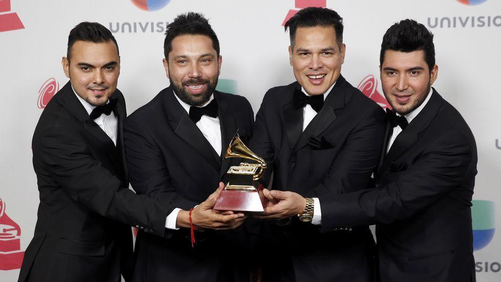 Mejor Álbum de Música Banda. «Raíces», Banda El Recodo De Cruz Lizárraga