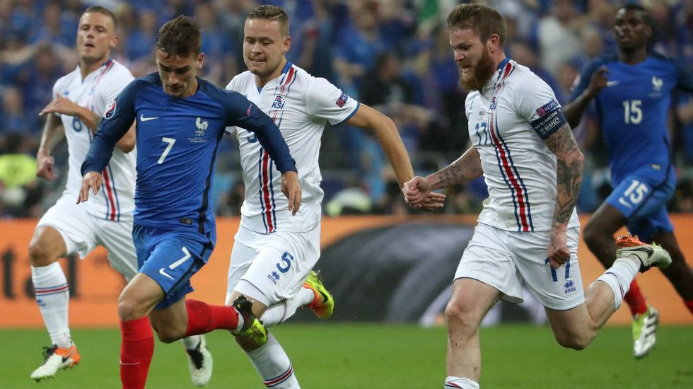Islandia recibe a su selección con honores de héroes