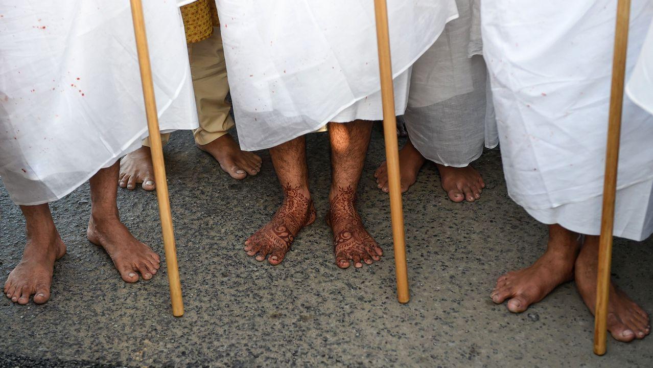 .Ceremonia de monjes janistas en las afueras de Ahmedabad, en India