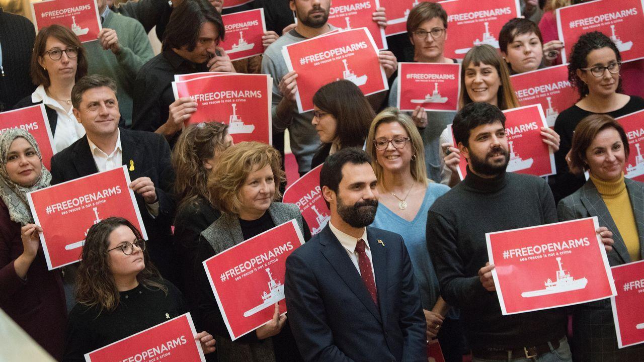 | EFE.Diputados independentistas de JxCat, ERC y la CUP y de Catalunya en Comú Podem, con el presidente del Parlamento, Roger Torrent, al frente han reclamado este martes al Gobierno que autorice al buque Open Arms a navegar y seguir rescatando migrantes en el Mediterráneo