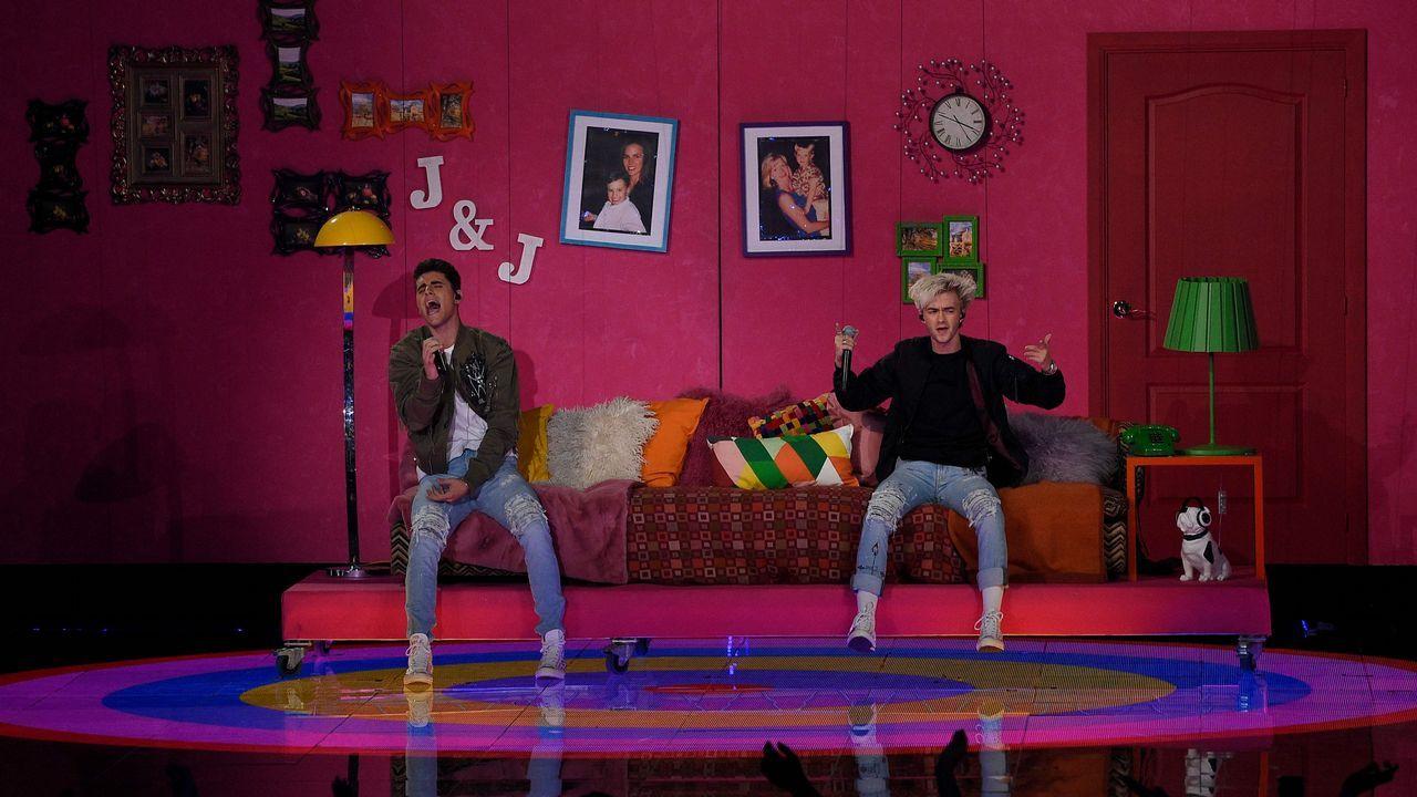 El duo Jack & Jack  durante su actuación