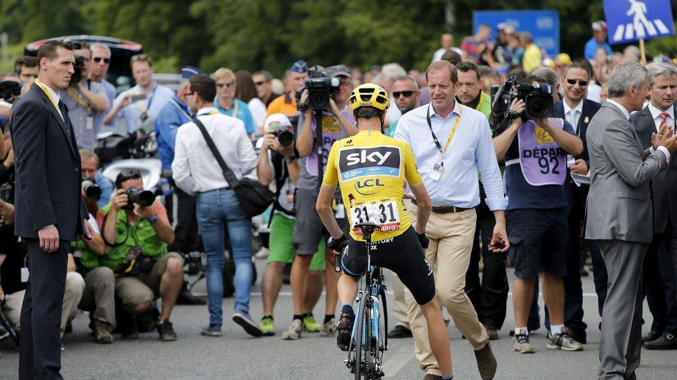 El director general del Tour se acerca al británico Froome