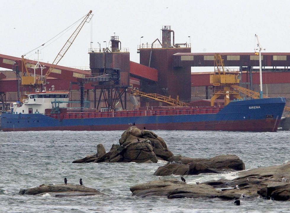 Vista de dos cruceros amarrados en Ferrol