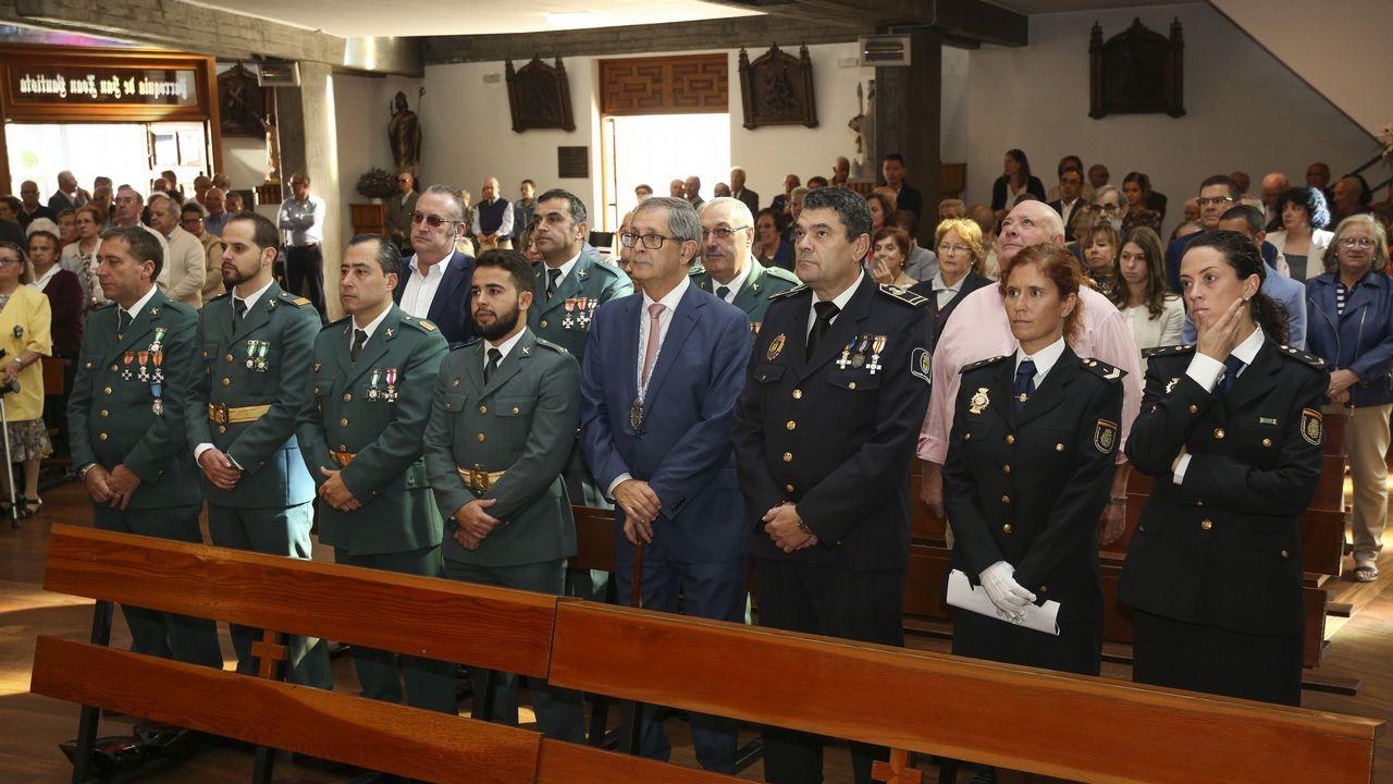 .DIÁ DEL PILAR | El alcalde, Evencio Ferrero, presidió la misa celebrada en Carballo.