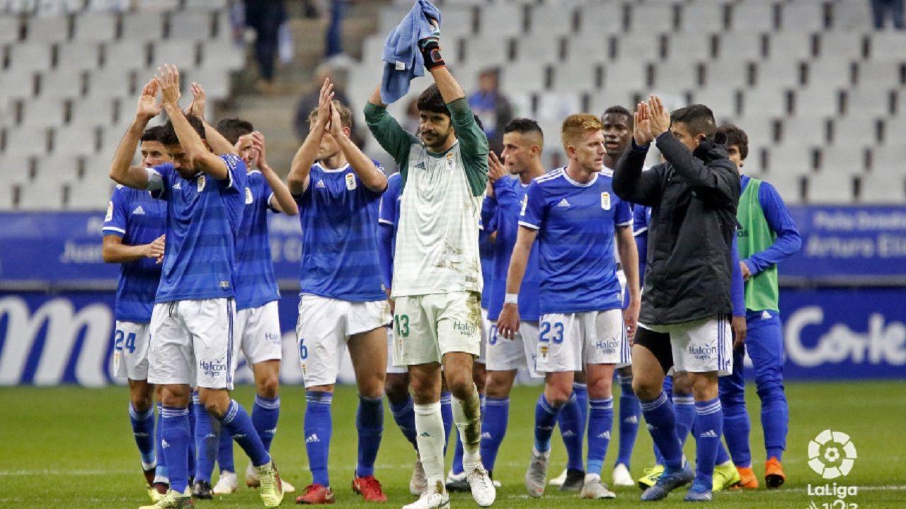 Almeria Alcorcon Juegos del Mediterraneo.Los jugadores del Oviedo aplauden a la afición del Tartiere