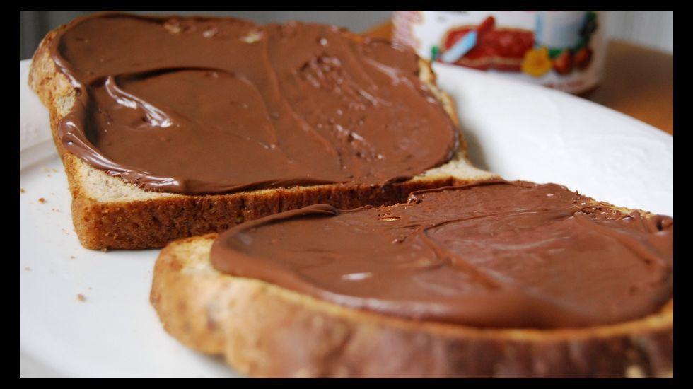 Una rebanada con crema de cacao contiene la cantidad diaria de azúcar que recomienda la OMS