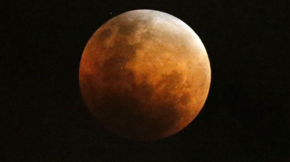 Pero ¿qué es una superluna azul?.Eclipse de la Superluna dede Valparaíso, Chile