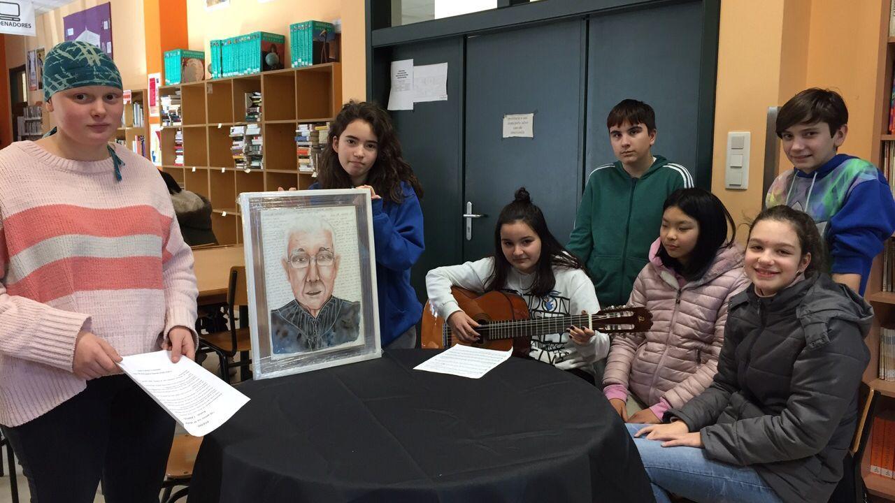 Alumnos de teatro del ÍES ase Allariz recitan un poema escrito por un mayor por san Valentín.Las diferentes actuaciones de Fomento para parchear las deficiencias del asfalto hace que algunas actuaciones se solapen con otras