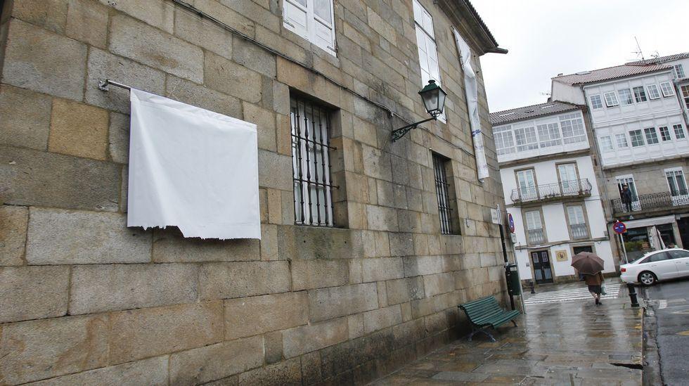Los efectos del temporal en la Alameda de Santiago, cerrada.Plataneros en la entrada de la Alameda, varias ramas rotas