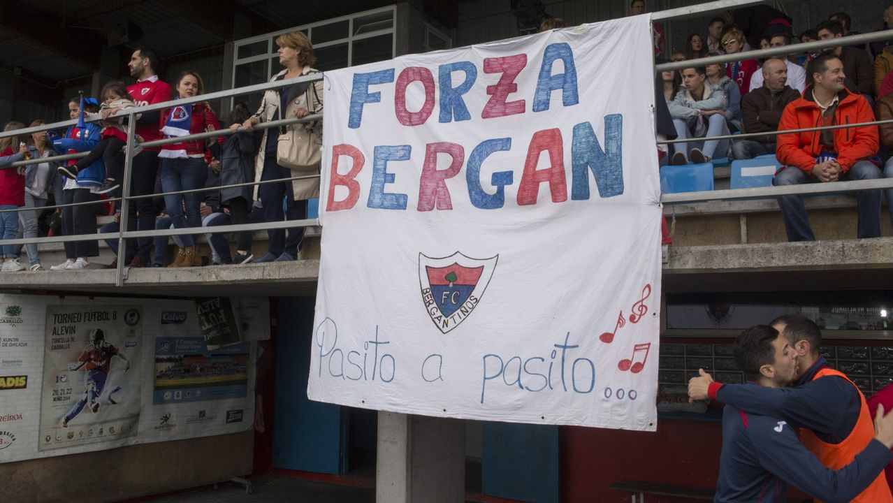 Héctor Nespral y Emilio Morilla con la camiseta del Real Oviedo