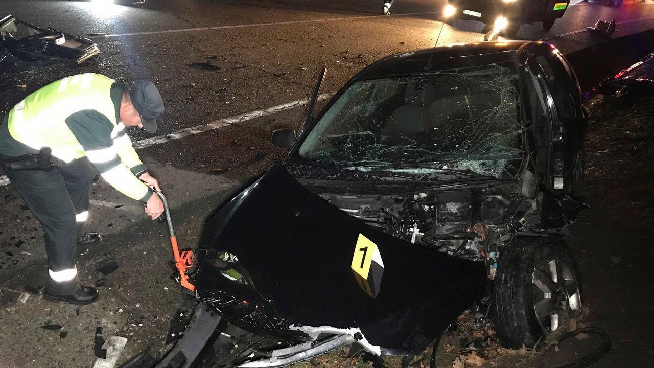 DGT: «Ante un accidente o avería hay evidencias de que es mejor permanecer en el vehículo con el cinturón puesto».Choque entre dos coches ocurrido en Ponteareas el domingo, en una zona cercana a los domicilios de los conductores