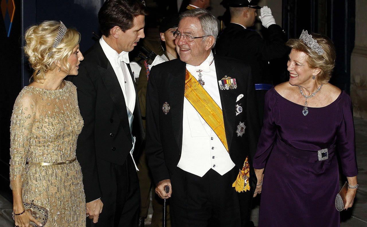 Marie-Chantal Miller junto a su marido Pablo de Grecia y sus suegros, Constantino (hermano de doña Sofía) y Ana María