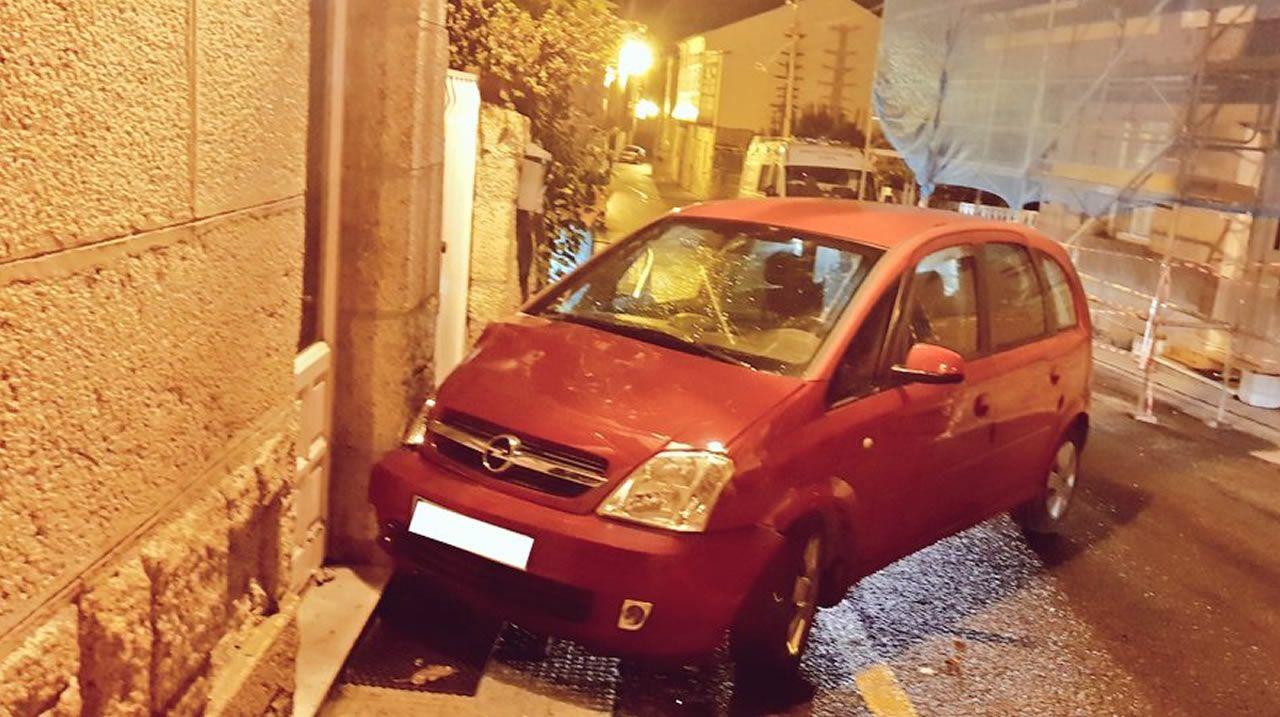 Accidente de tráfico con varios vehículos implicados en Corón, Vilanova de Arousa