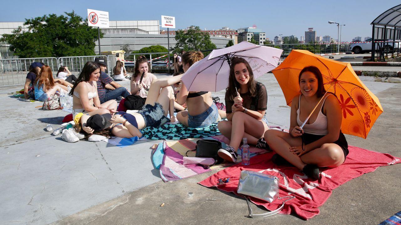 Fans de Melendi haciendo cola en el Coliseo.Melendi en La Voz