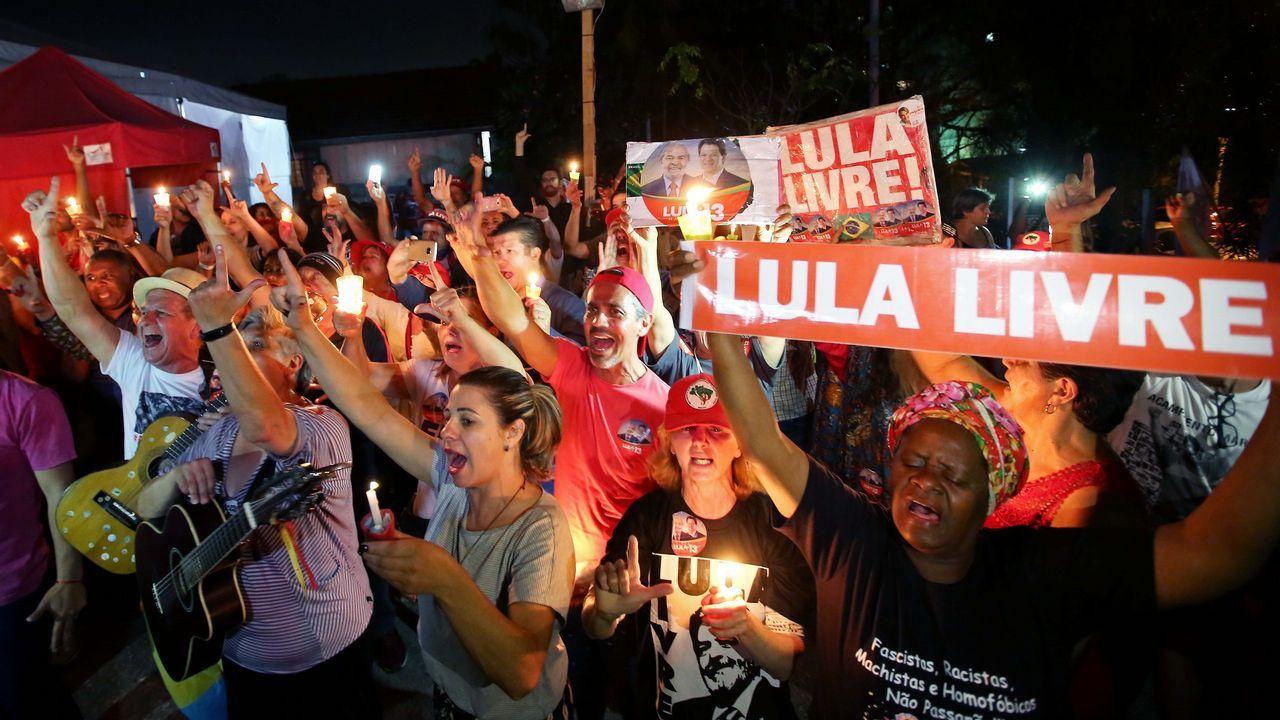 Los activistas exigen una respuesta política al cambio climático.Central térmica de Aboño, en Gijón