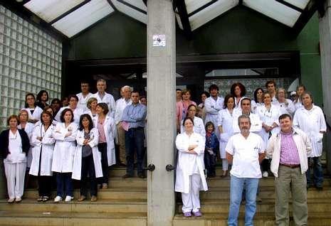 La concentración del centro de salud de Carballo fue la más numerosa de la zona.