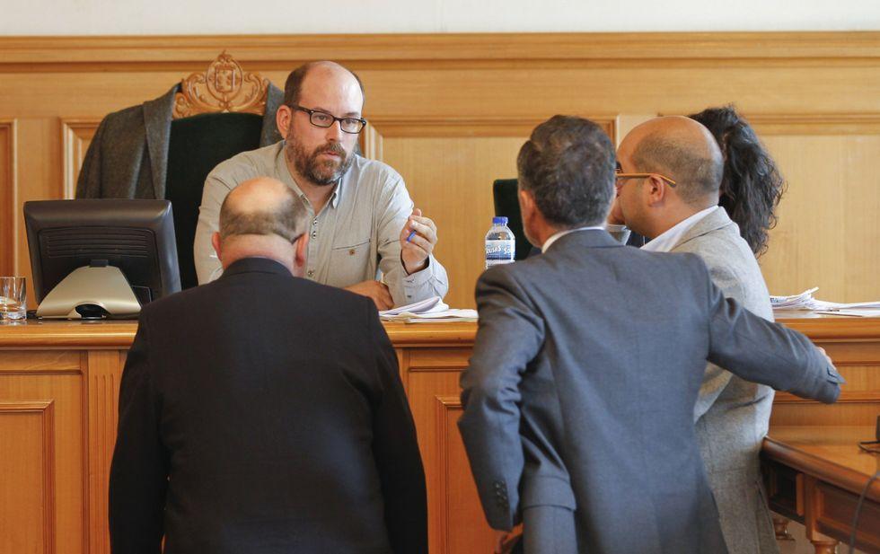Aymerich anticipa otra desbandada.Noriega se ha encontrado con toda la oposición enfrente cuestionando su estrategia de ciudad.