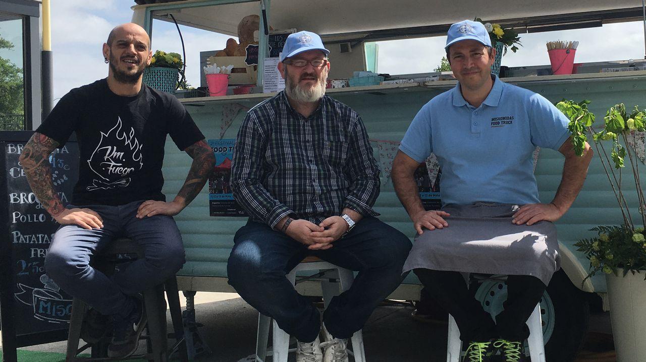 Imagen de archivo de un mitin en Mondego en la que están Emilio Gómez (PDSP), Ramón Rodríguez Ares (PDSP), Mar Fernández Linares (Ciudadanos) y Marcos López Mallo (PP).