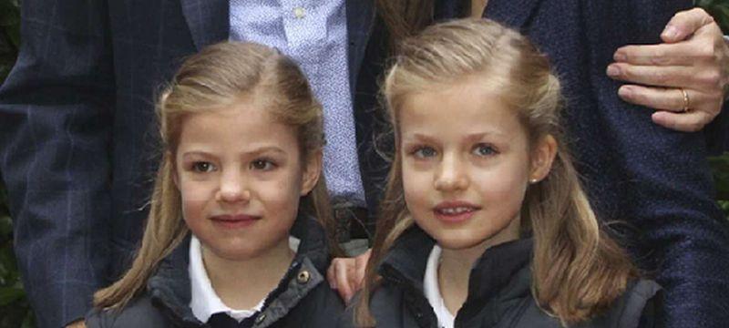 Su formación.La infanta Leonor con su hermana Sofía y sus padres el día del décimo aniversario de boda del príncipe Felipe y Letizia Ortiz