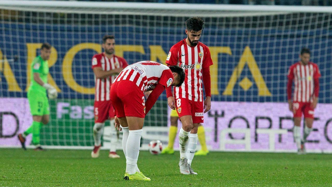 Aparcamiento.Jugadores del Almería se lamentan tras un gol del Villarreal