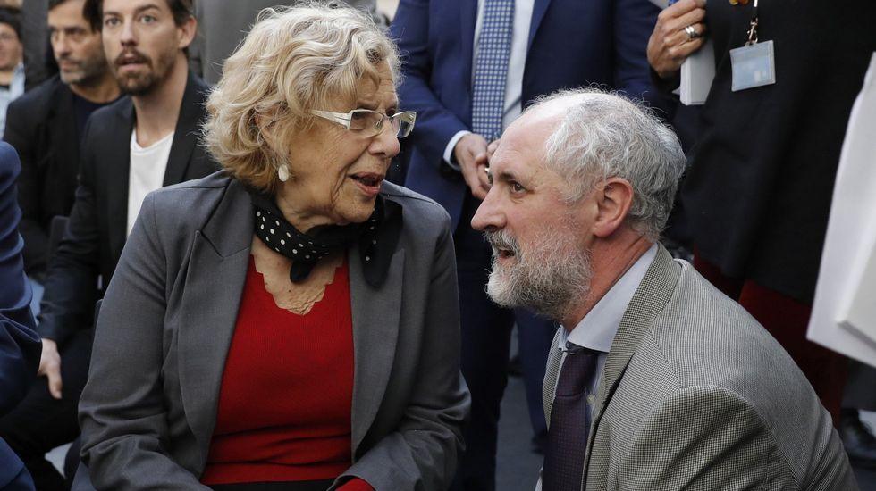 Unidos Podemos inicia conversaciones para presentar una moción de censura al Gobierno.Carmena conversa con el coordinador general de la Alcaldía de Madrid, Luis Cueto