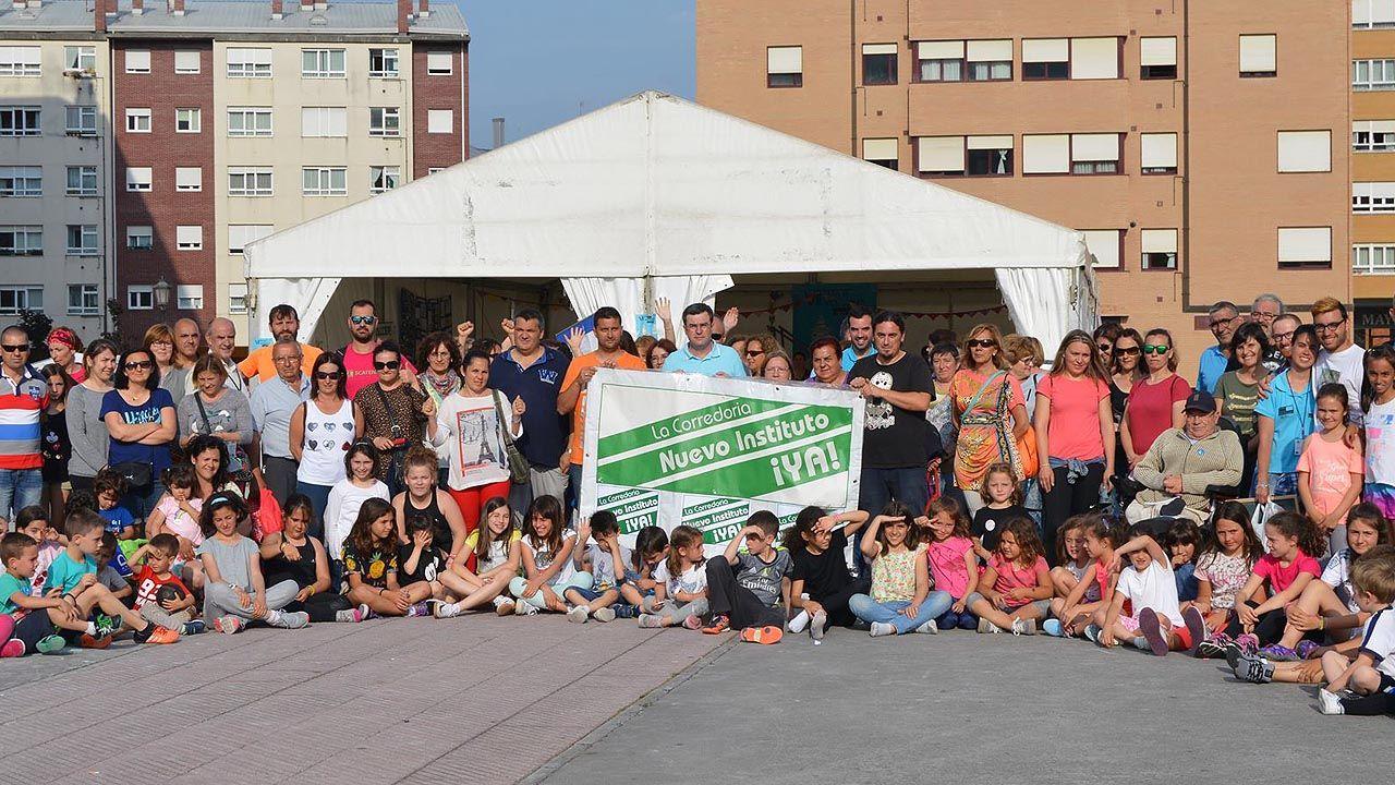 Concentración en defensa de la construcción de un segundo instituto en La Corredoria (Oviedo).Concentración en defensa de la construcción de un segundo instituto en La Corredoria (Oviedo)