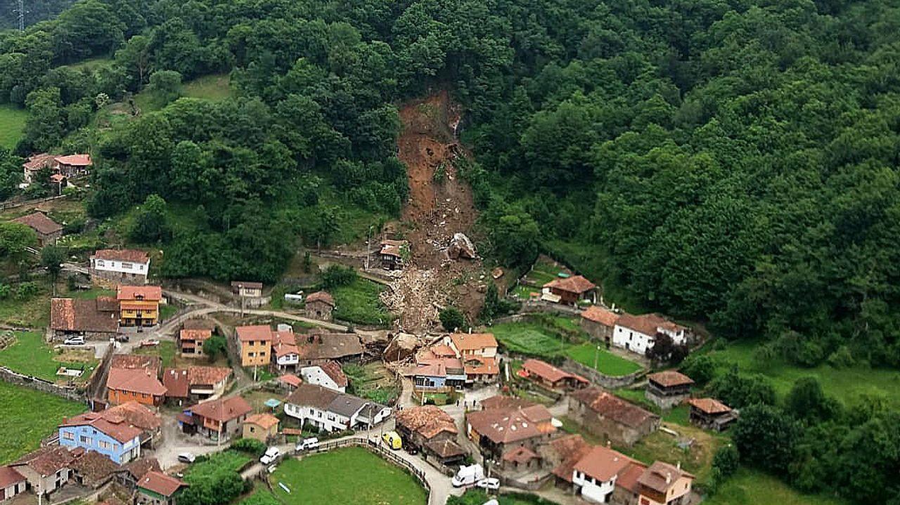 Desalojado el pueblo de La Cortina por un argayu de grandes dimensiones