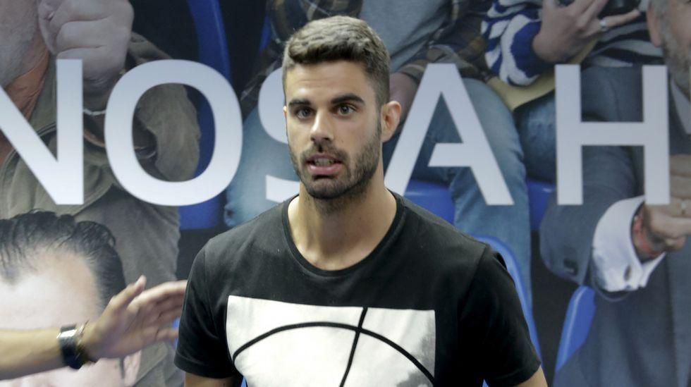 Así ha sido la cuarta jornada de la Liga1|2|3.Pedro López, capitán del Levante, conduce el balón