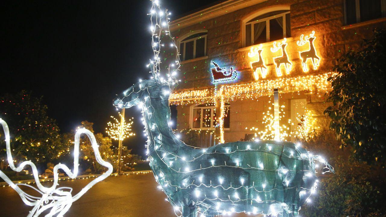 «El gusto por la decoración navideña viene de familia y lo vivimos con pasión».Intervención artística con motivo del 40 aniversario del Museo do Pobo Galego