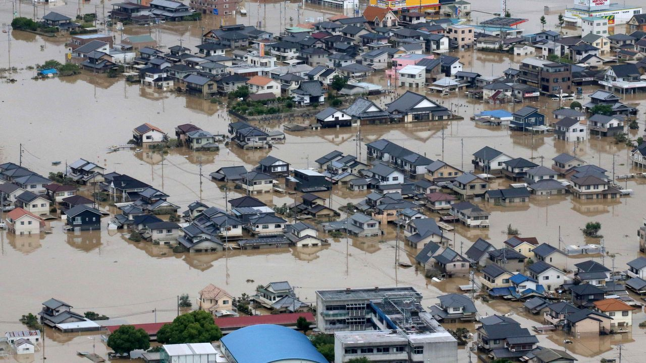 Fuertes lluvias en Japón arrasaron con la vida de 70 personas y 60 conitúan desaparecidas.